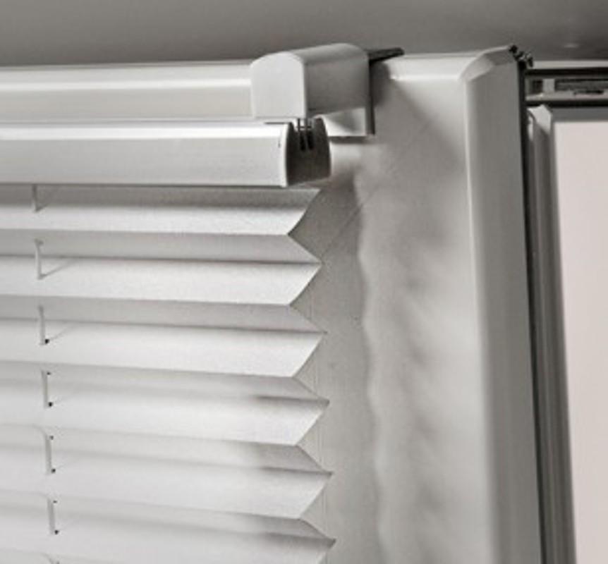 Plissee de filtrare a luminii naturale si de opacizare